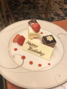 誕生日ケーキとプレート