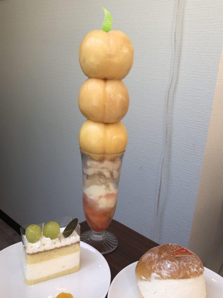 トルクーヘンの桃パフェ