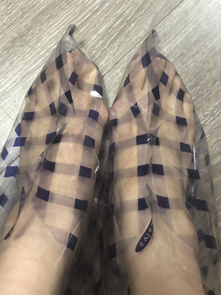 足裏角質がポロリ